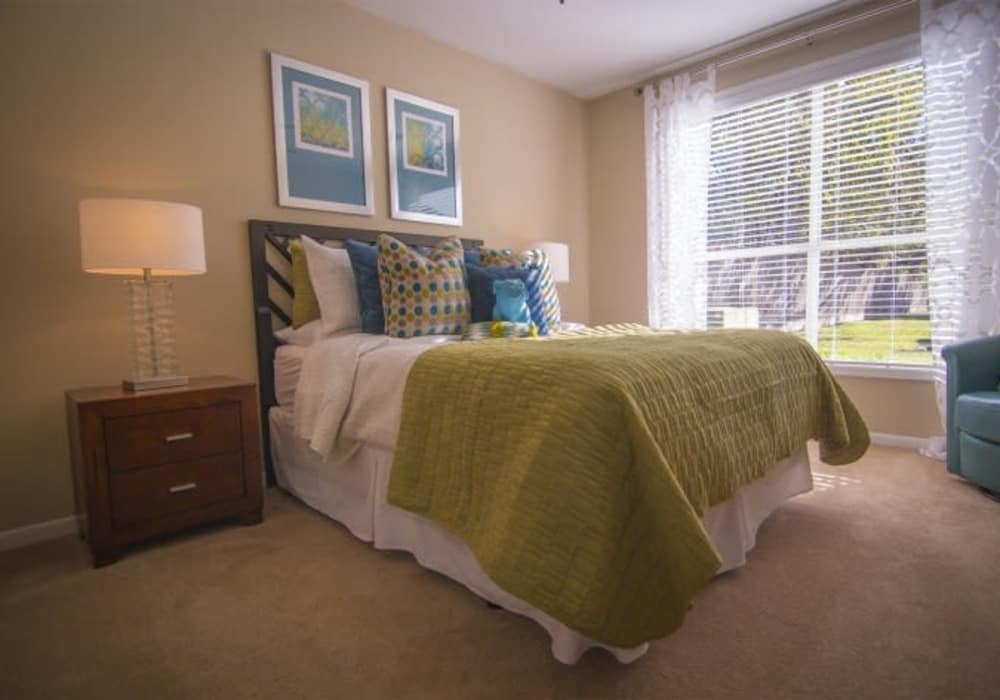 Metro 5514 showcases a cozy bedroom in Houston, Texas