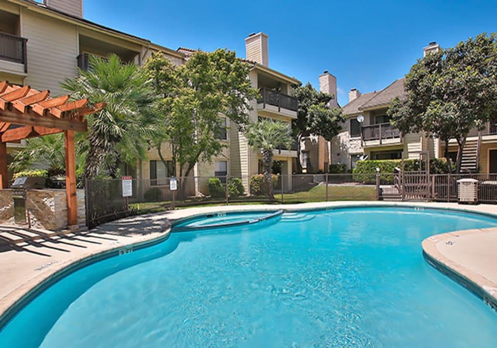 Modern swimming pool at Turtle Creek Vista Apartments in San Antonio, Texas