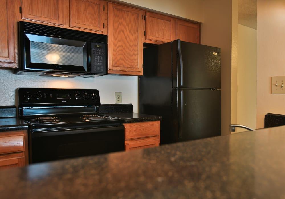 Turtle Creek Vista Apartments offers a modern kitchen in San Antonio, Texas