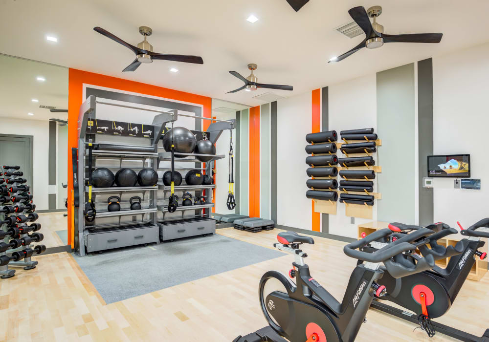 Trend! amenities apartments with stainless steel appliances