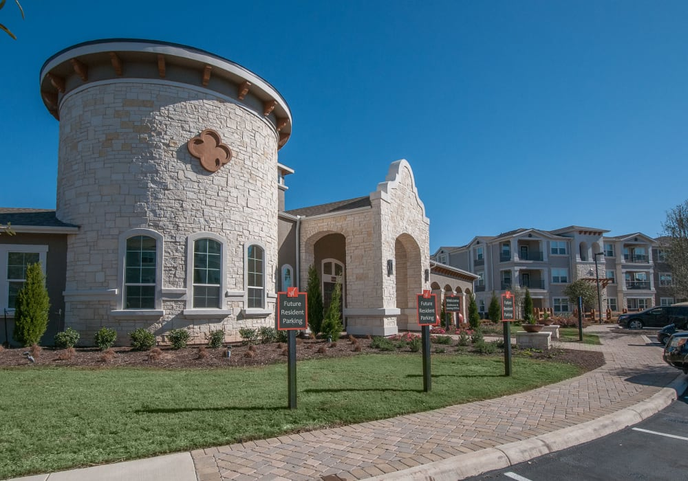 Front leasing office at Wiregrass at Stone Oak in San Antonio, Texas
