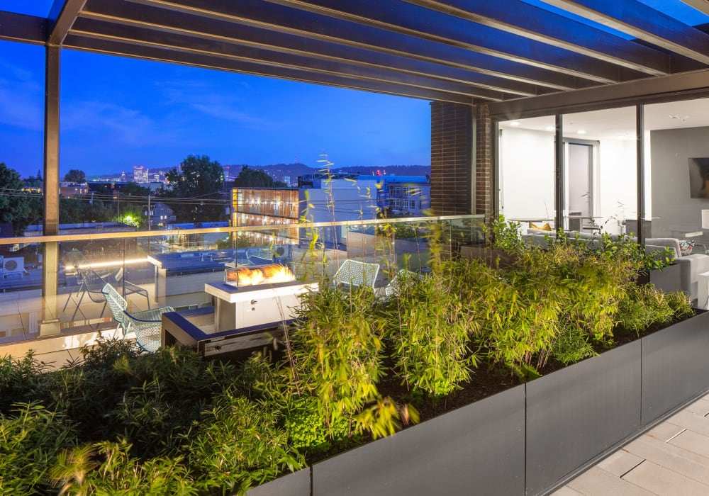 Resident rooftop terrace of Parallax Apartments in Portland, Oregon