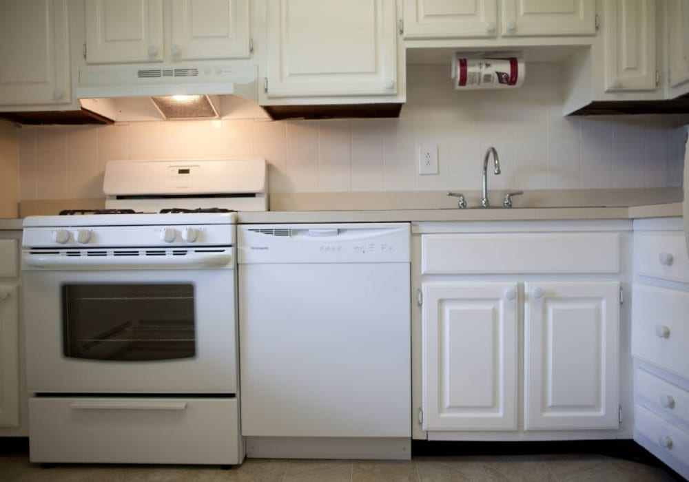Kitchen with off white cabinets appliances at Wynbrook West Apartments in East Windsor, New Jersey