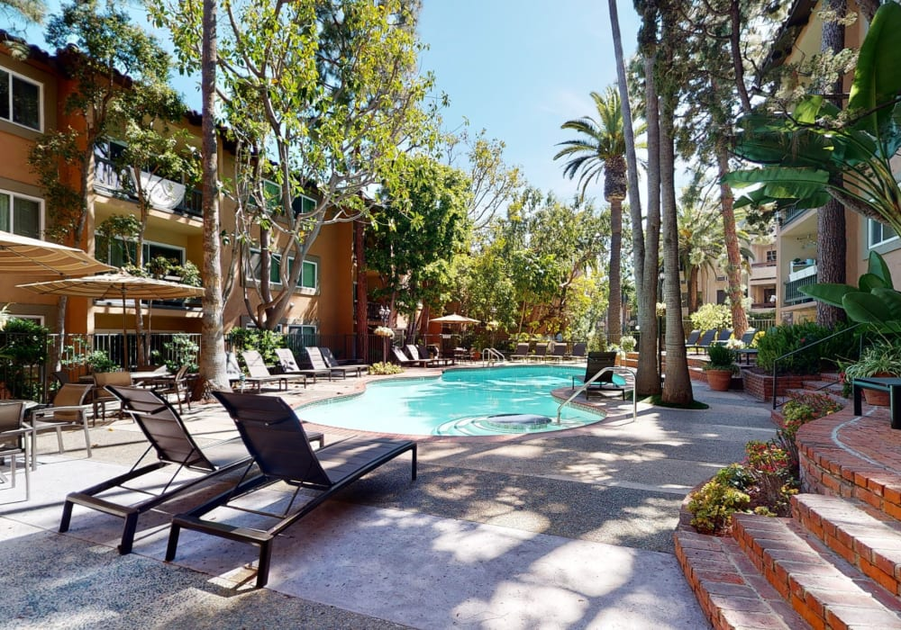 View a virtual tour of the year-round heated swimming pool at Casa Granada in Los Angeles, California