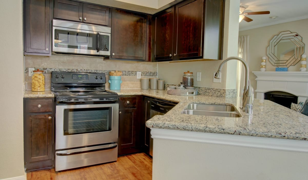 The Park at Research Forest offers a modern kitchen in The Woodlands, Texas