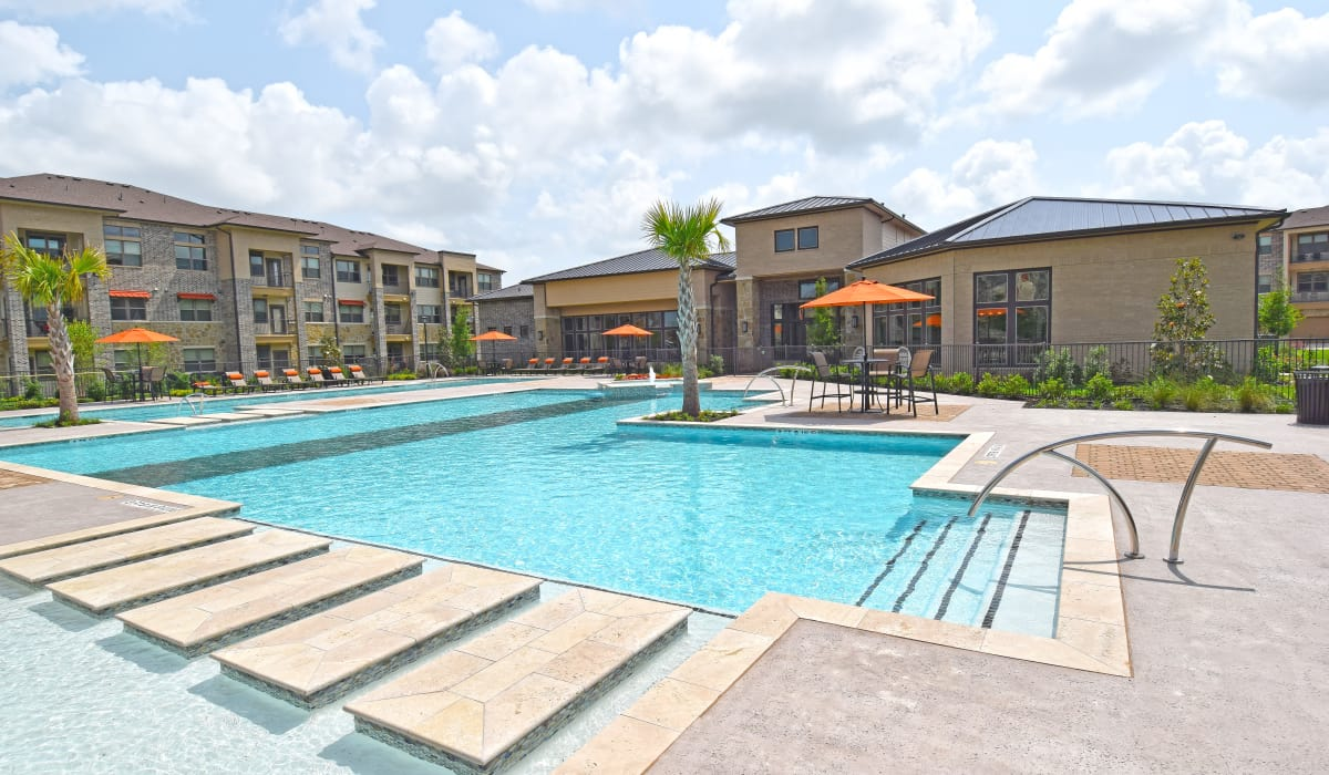 Swimming pool at Radius at Shadow Creek Ranch in Pearland, Texas
