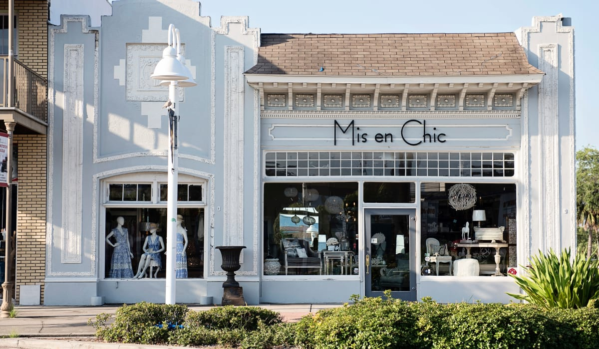 Exterior view of one of the many retail shops near The Wayland in St Petersburg, Florida