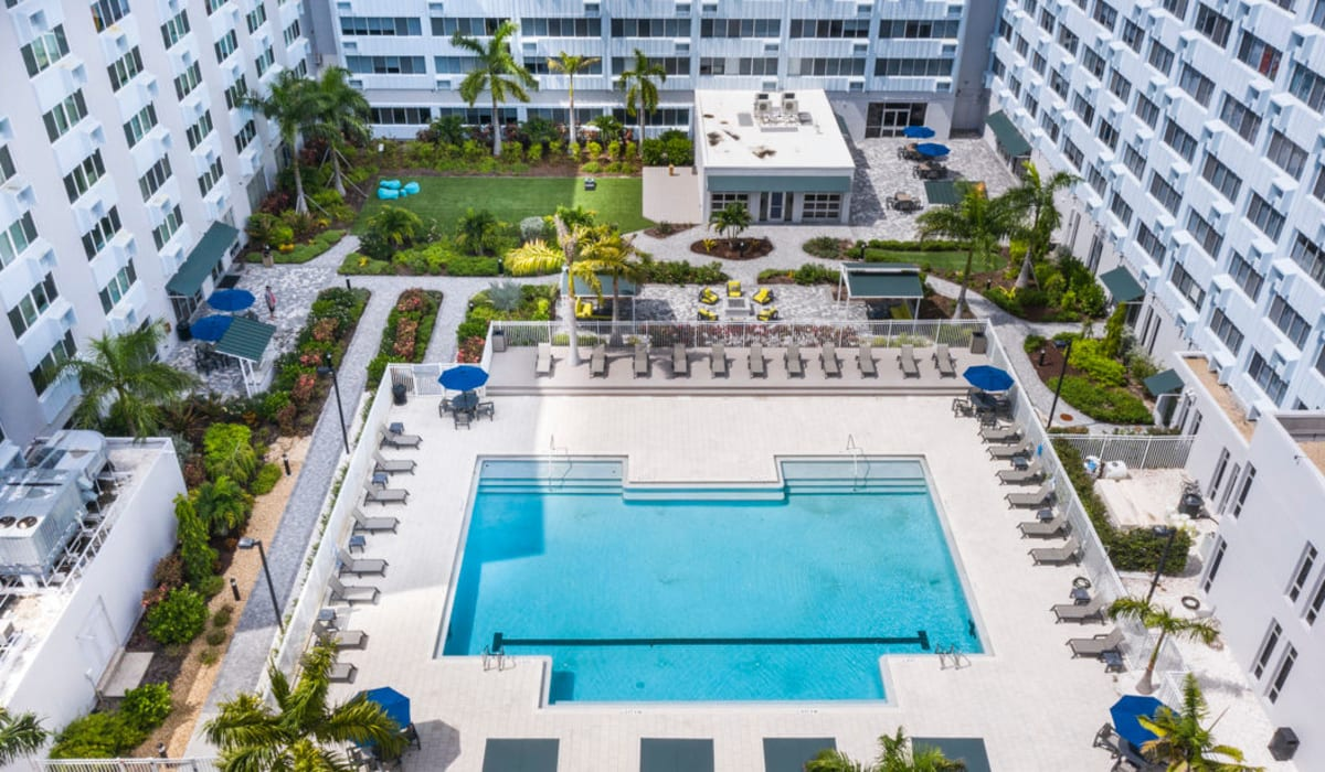 Aerial view of Pool and complex at The Wayland in St Petersburg, Florida