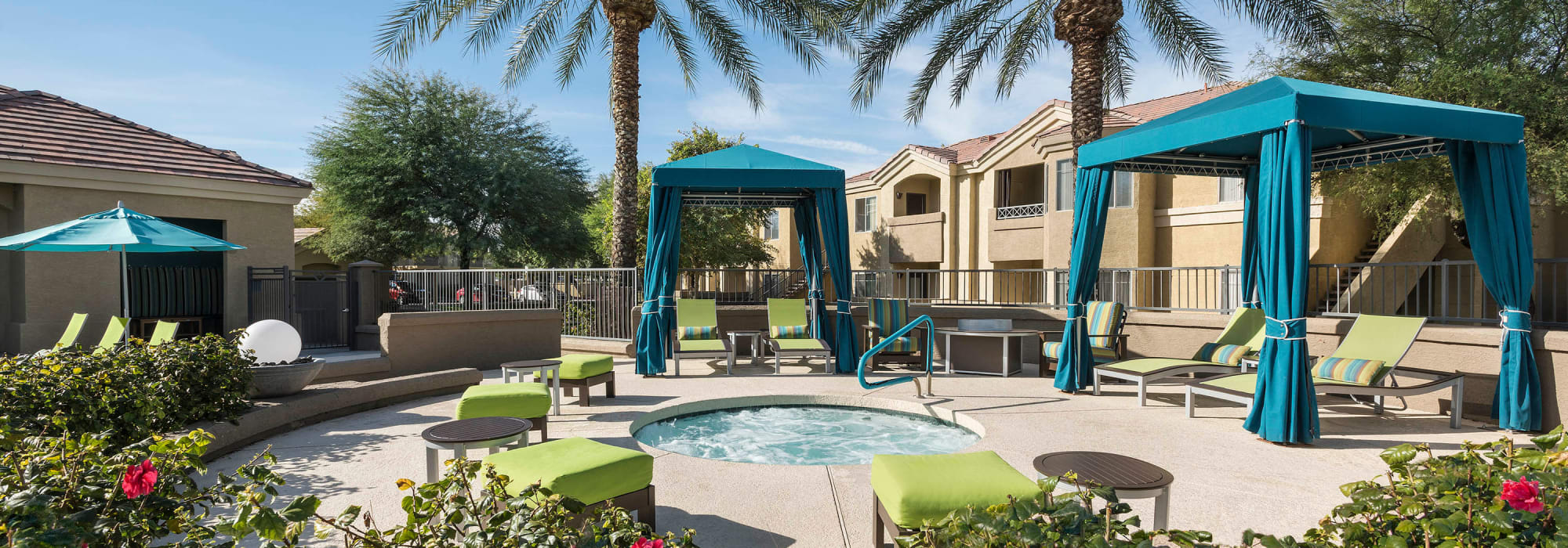 Hot tub and swimming pool at Mira Santi in Chandler, Arizona