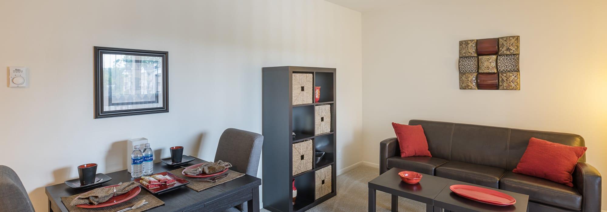 Creek Club Apartments offers luxury apartments in Williamston, Michigan