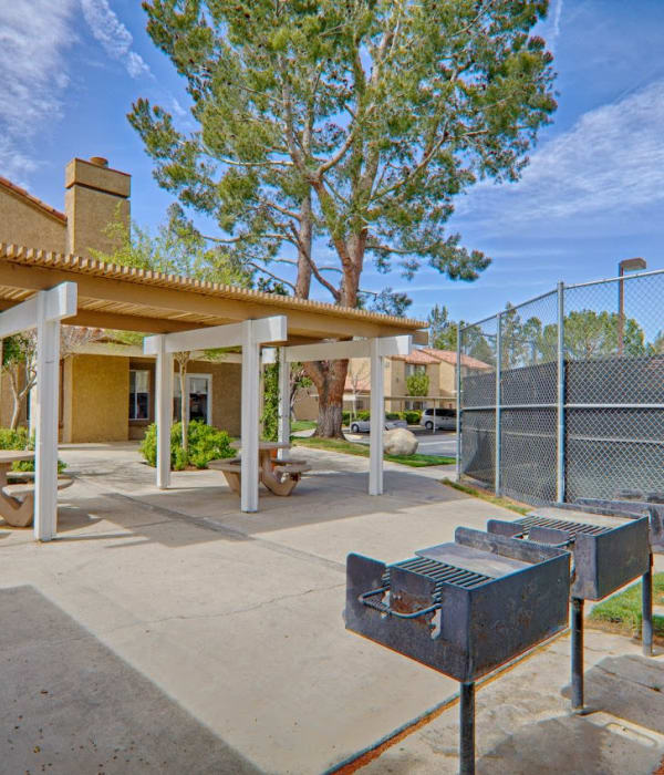 Community grilling area at Granada Villas Apartment Homes in Lancaster, California