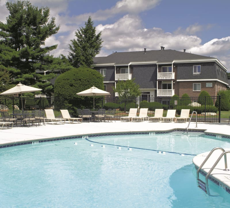 Resort style pool at Stone Ends in Stoughton, Massachusetts