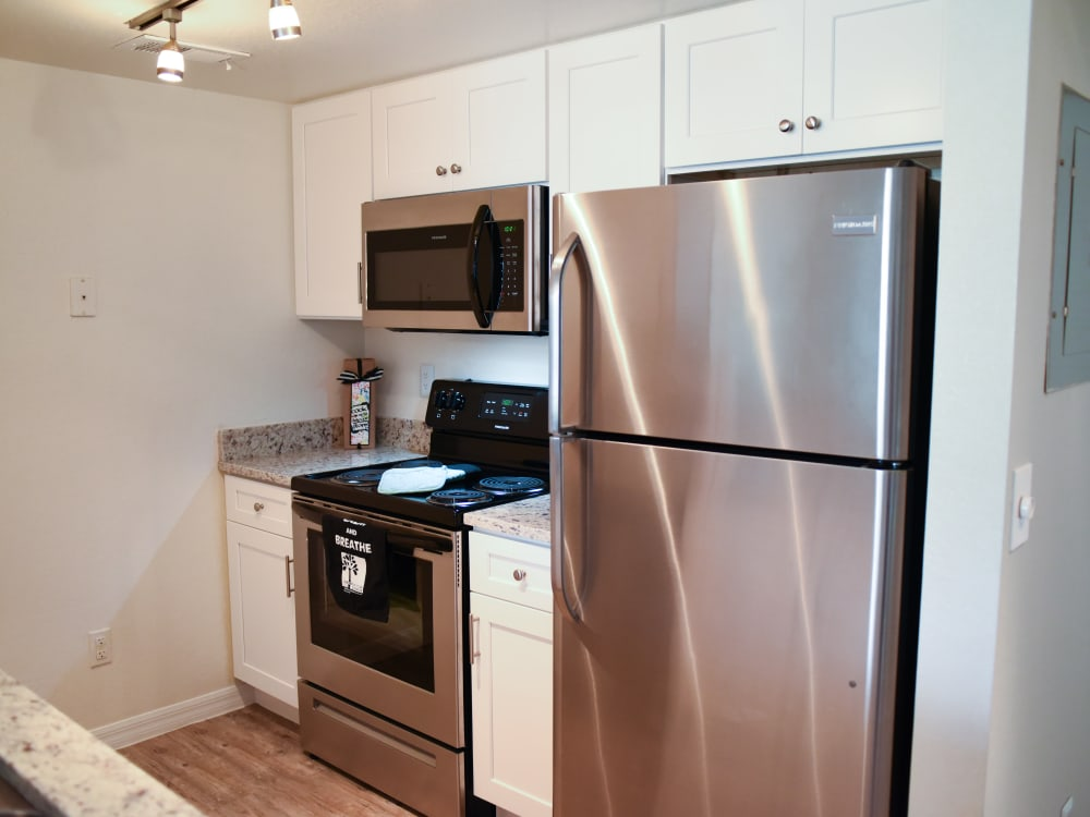 Clean appliances at Meadow Brook Preserve in Naples, FL