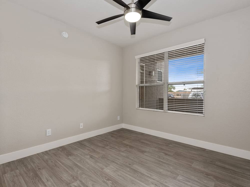 The Retreat Apartments in Phoenix, AZ offers a bedroom with ceiling fan