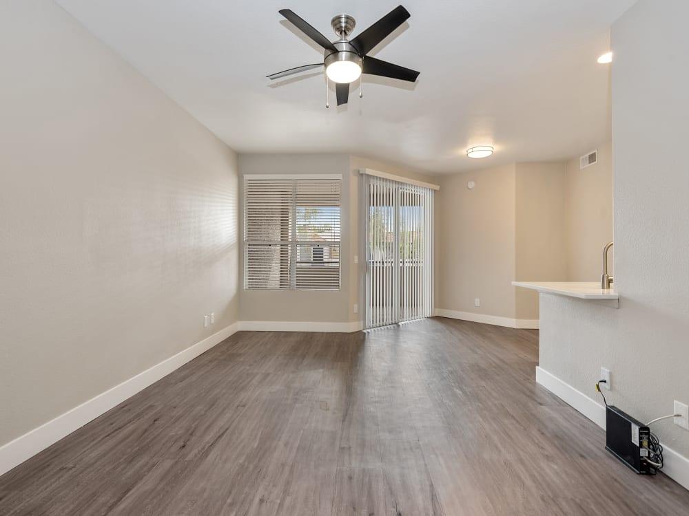 Living room at The Retreat Apartments in Phoenix, AZ