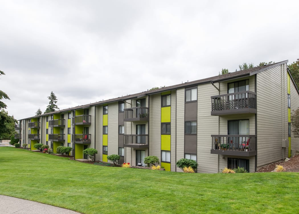 Exterior view of resident building and green grass at The Union in Federal Way