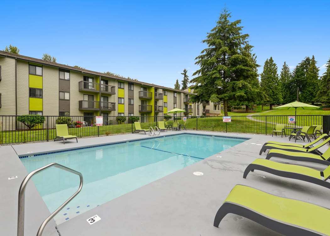 Beautiful swimming pool area with plenty of seating at The Union in Federal Way