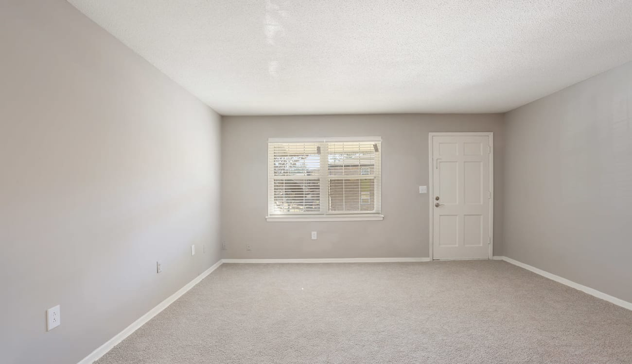 Spacious living area in an apartment home at Alturas Embry Hills in Doraville, Georgia