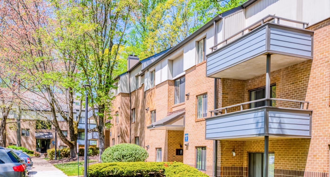 Well-maintained landscaping and mature trees at Preserve at Cradlerock Apartment Homes in Columbia, Maryland
