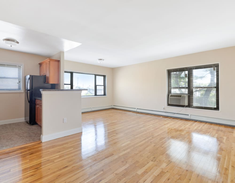 Living room with hardwood flooring at Eagle Rock Apartments at Hicksville in Hicksville, New York