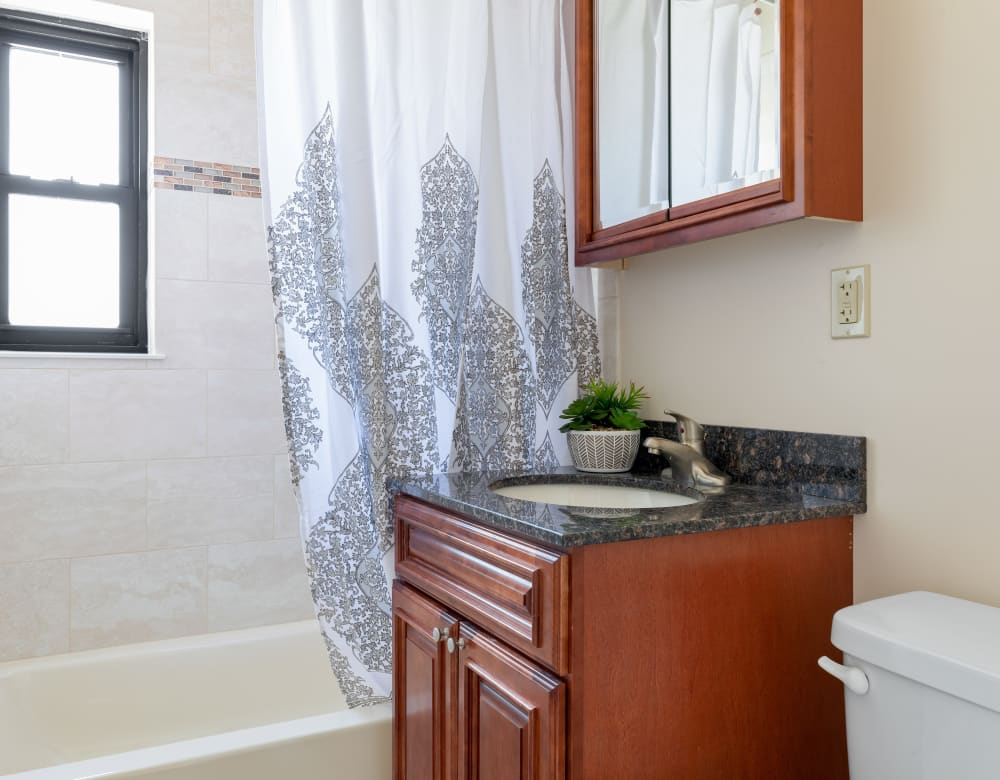 Clean bathroom at Eagle Rock Apartments at Hicksville in Hicksville, New York
