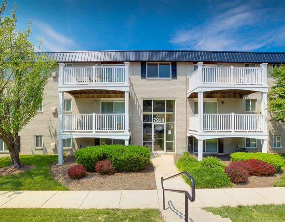 The apartment exterior of The Blvd at White Springs in Nottingham, Maryland