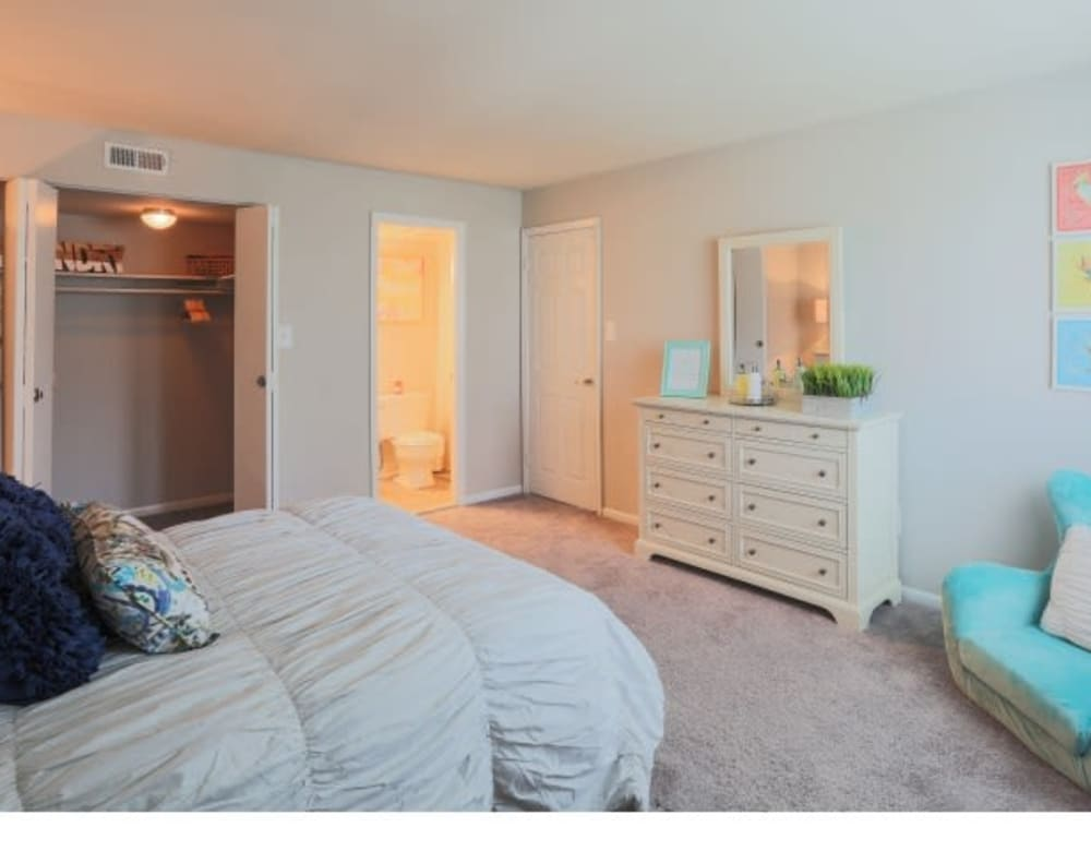 A spacious bedroom at The Blvd at White Springs in Nottingham, Maryland
