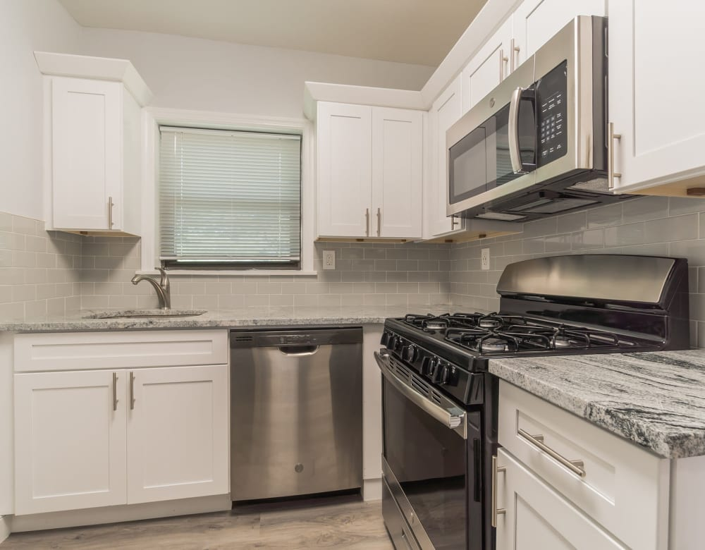 Beautiful Kitchen at Eagle Rock Apartments at Hicksville in Hicksville, New York