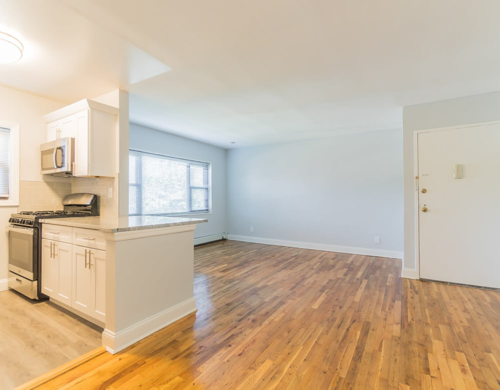 Open floor plan at Eagle Rock Apartments at Hicksville in Hicksville, New York