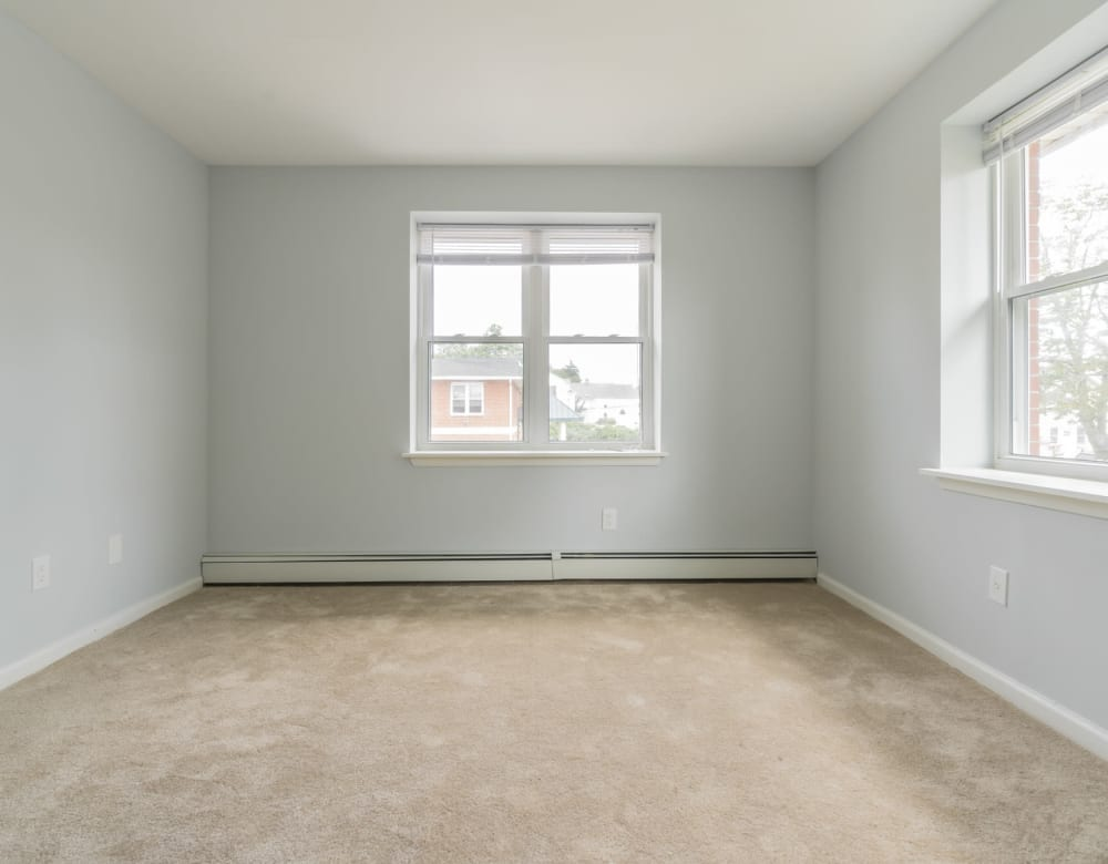A large room with windows at Bunt Commons I in Lindenhurst, New York