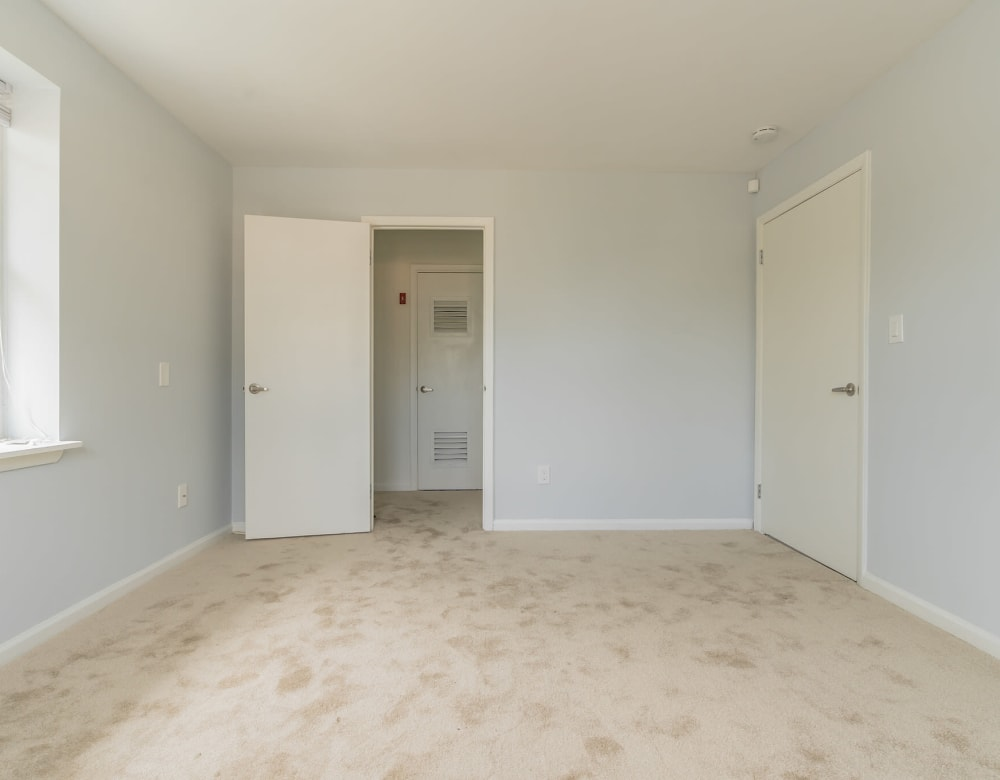 An apartment bedroom at Bunt Commons I in Lindenhurst, New York