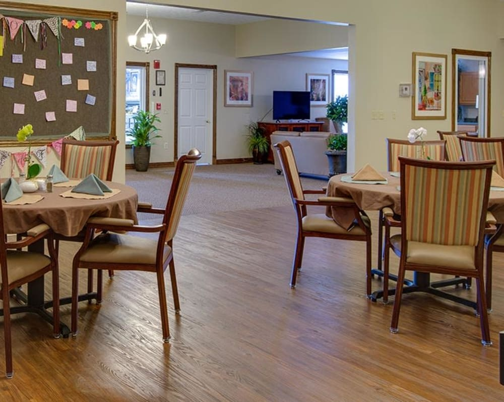 Large dining room at Victorian Place of Cuba Senior Living in Cuba, Missouri