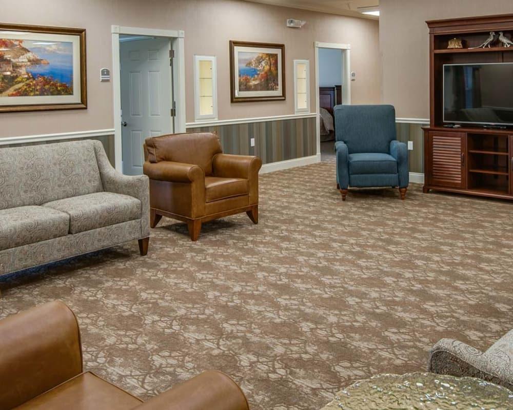 Cozy lounge area at Ravenwood Terrace Senior Living in Moberly, Missouri