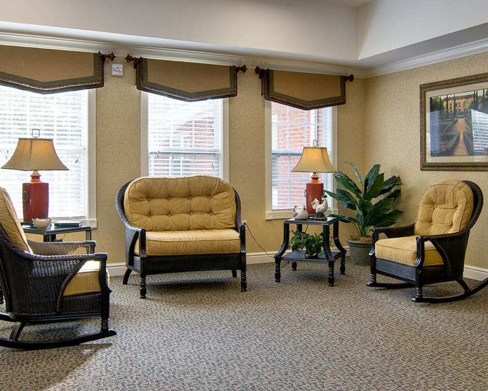 Cozy lounge area at South Pointe Senior Living in Washington, Missouri