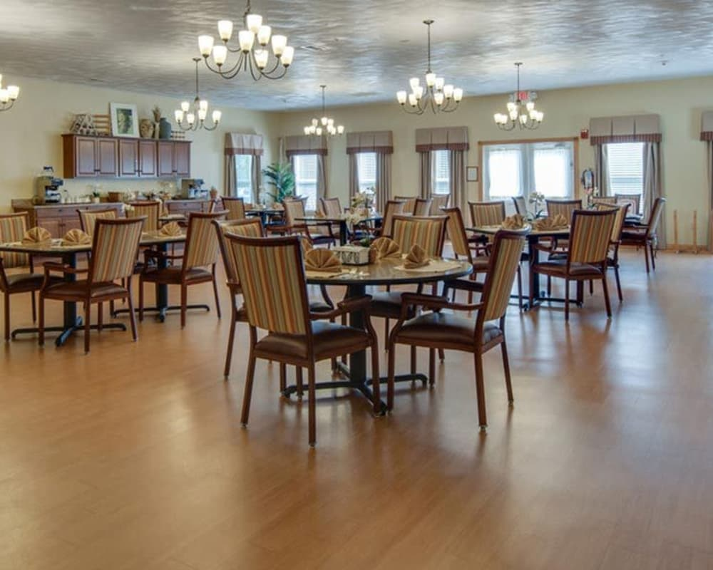 Dining area table at Victorian Place of Washington in Washington, Missouri