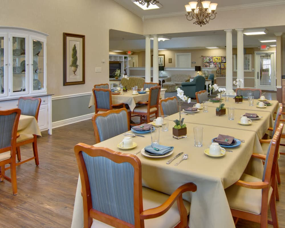 Well decorated dining area table at Sugar Creek Senior Living in Troy, Missouri