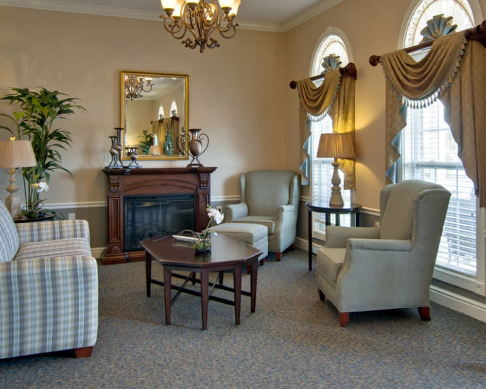Cozy lounge area at Sugar Creek Senior Living in Troy, Missouri