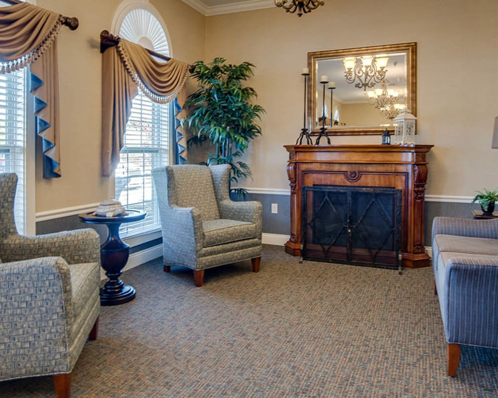 Cozy lounge area at Maplebrook Senior Living in Farmington, Missouri