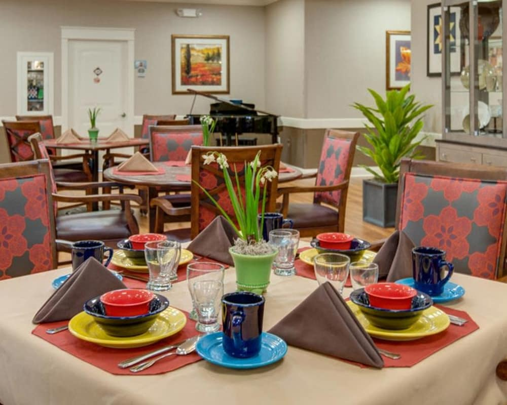 Well decorated dining area table at Mattis Pointe Senior Living in Saint Louis, Missouri
