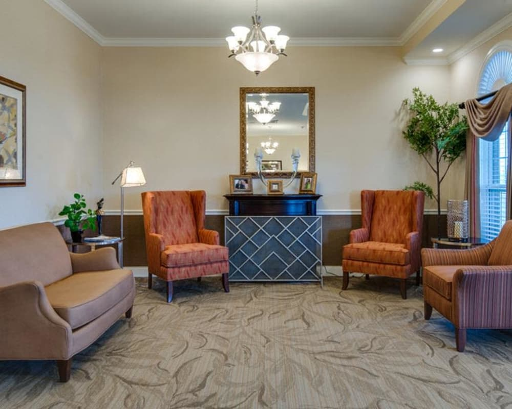 Cozy lounge area at Mattis Pointe Senior Living in Saint Louis, Missouri
