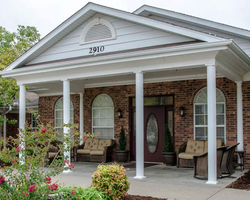 Front entrance at Auburn Creek Senior Living in Cape Girardeau, Missouri