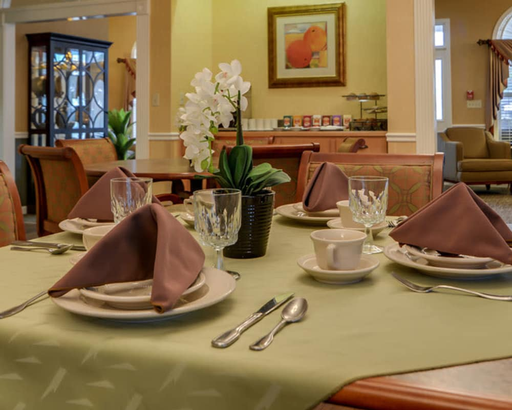Well decorated dining area table at Auburn Creek Senior Living in Cape Girardeau, Missouri