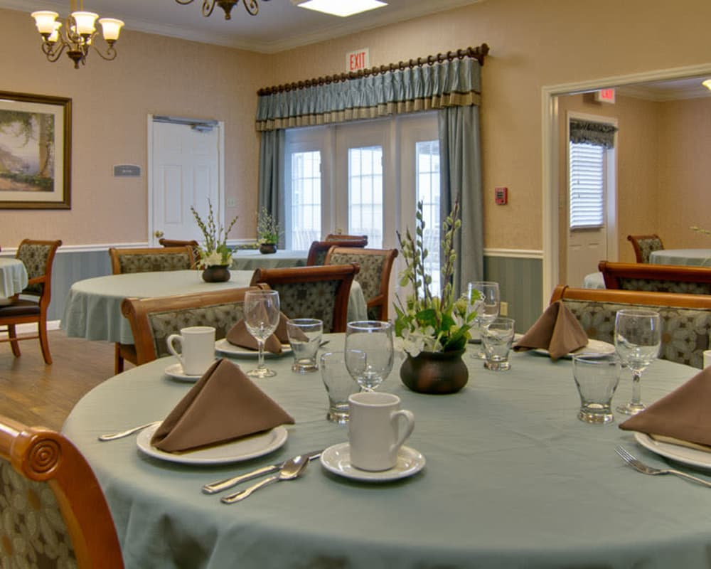 Well decorated dining area table at Parkside in Rolla, Missouri
