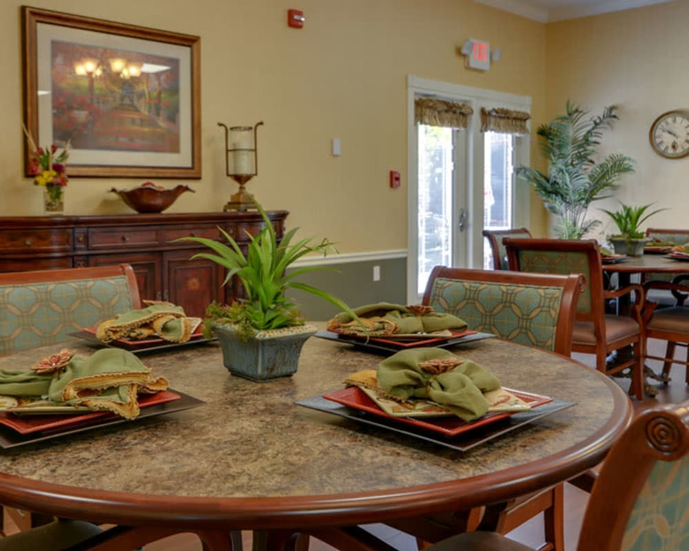 Well decorated dining area table at Colony Pointe Senior Living in Columbia, Missouri