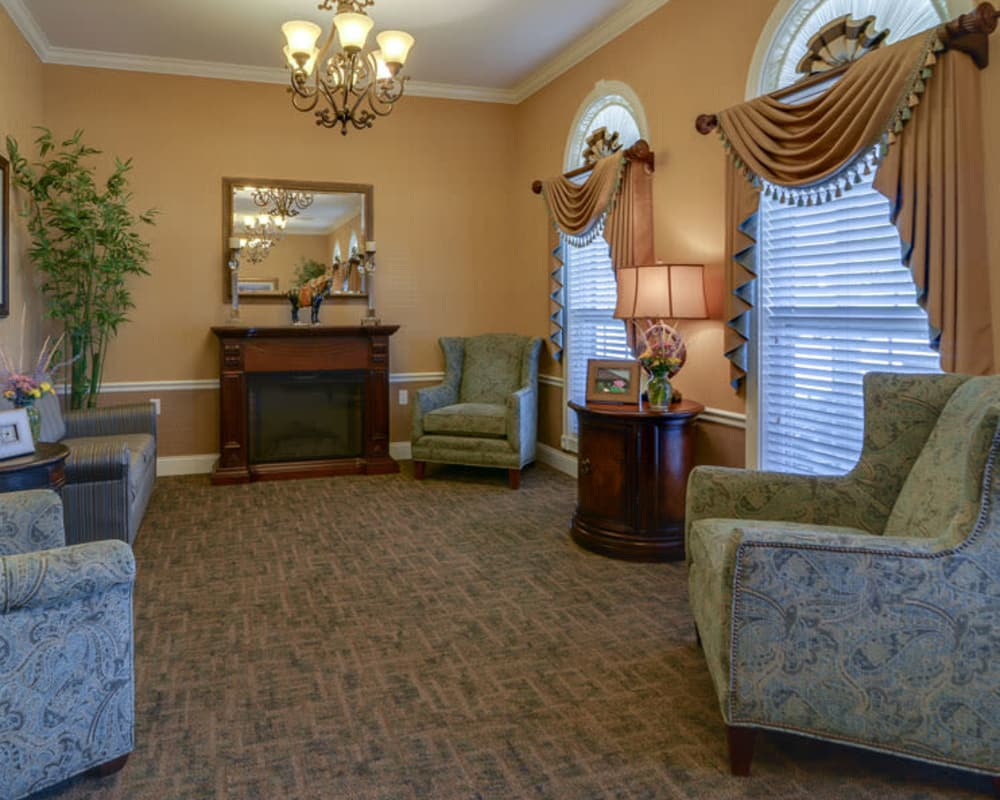 Cozy lounge area at Colony Pointe Senior Living in Columbia, Missouri