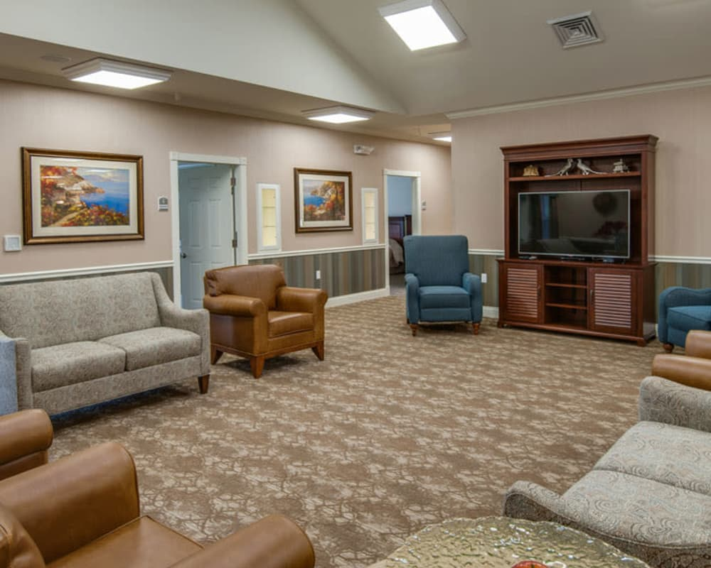 Cozy entertainment area at Etheridge House Senior Living in Union City, Tennessee