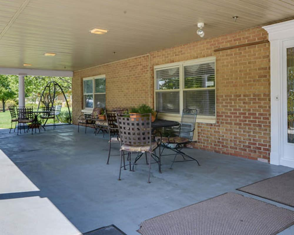 The front porch and main entrance at Heritage Health Care in Chanute, Kansas