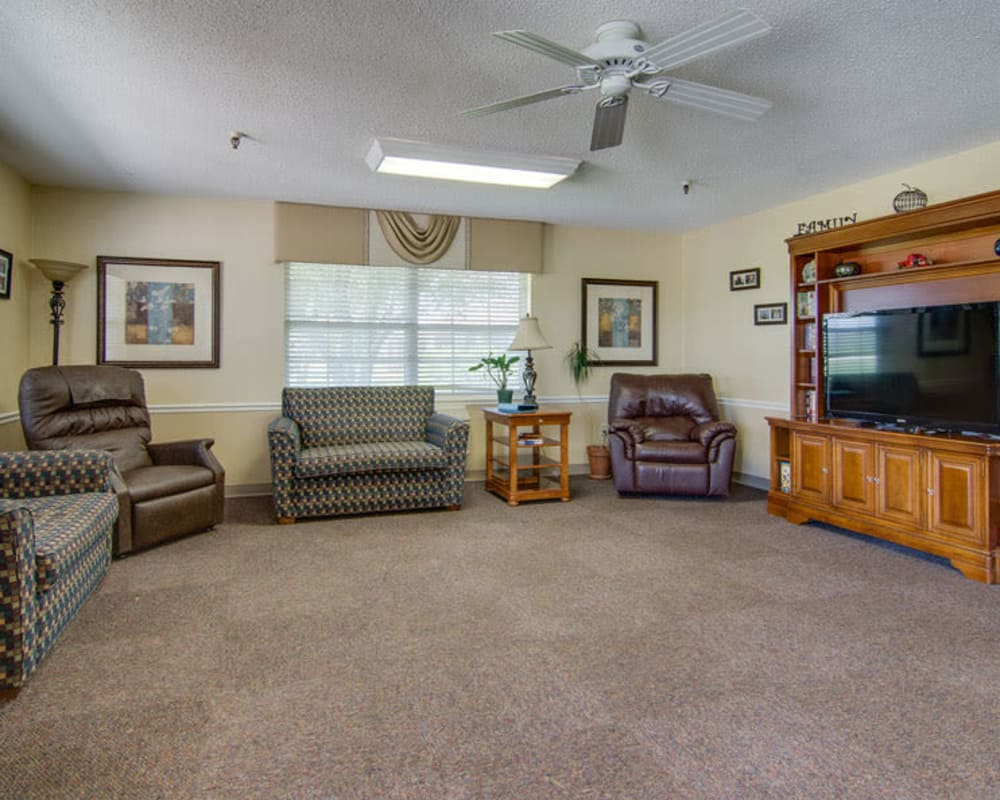 Cozy entertainment area at Moran Manor in Moran, Kansas