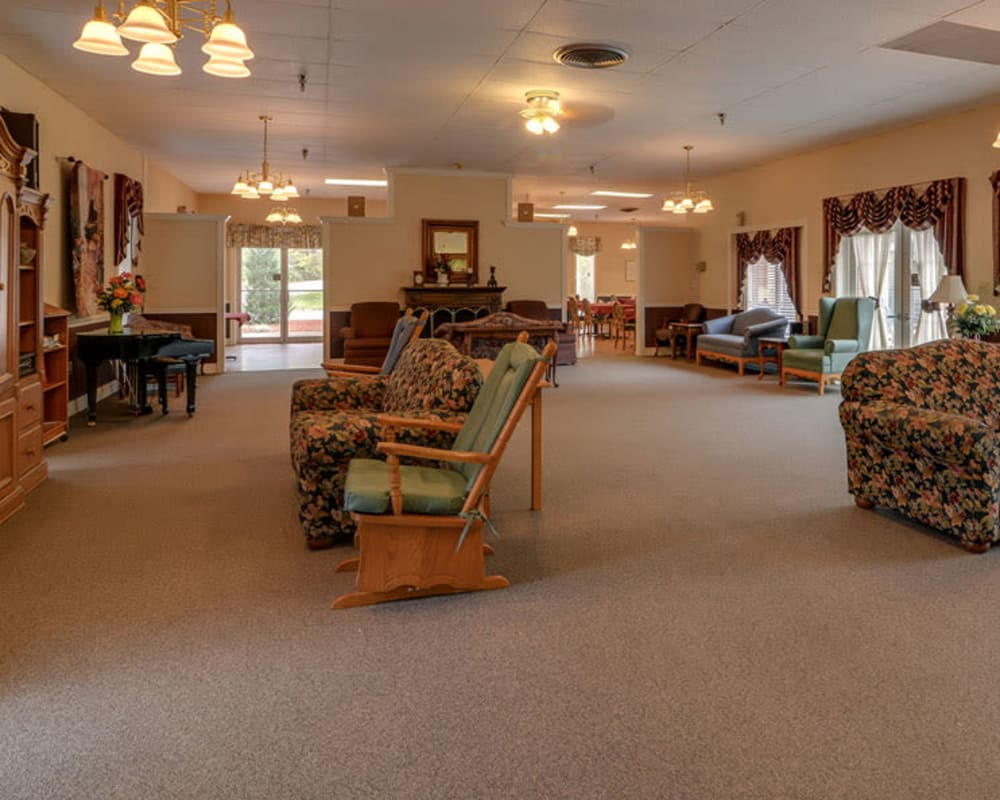 Cozy lounge area at Birch Tree Place in Birch Tree, Missouri