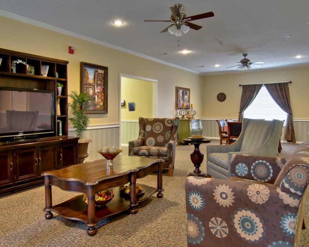Cozy entertainment area at Montgomery Gardens in Starkville, Mississippi
